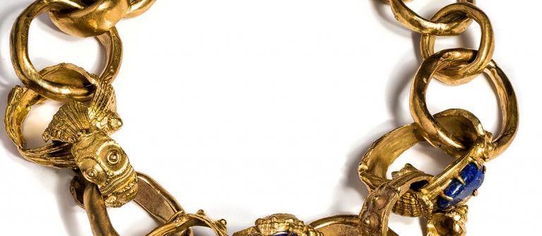 Mariel Gurdian, bracelet