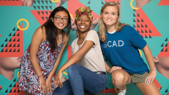 Students pose for a picture at a SCAD Summer Seminar
