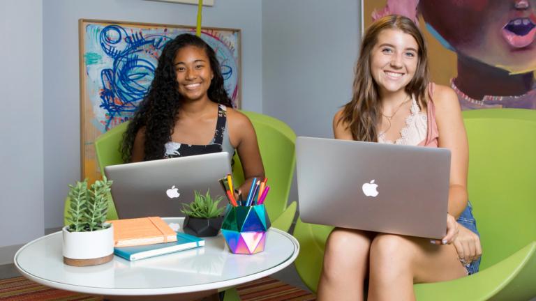 Students attending a SCAD Summer Seminar