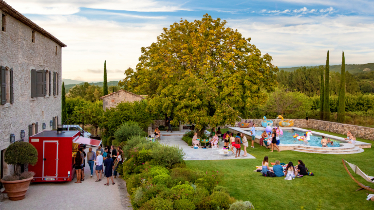 Students participating in SCAD's Pre-Bee program enjoy dinner in Lacoste, France