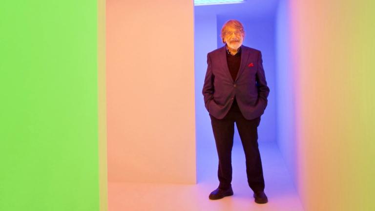 Carlos Cruz-Diez in front of large stripes of color