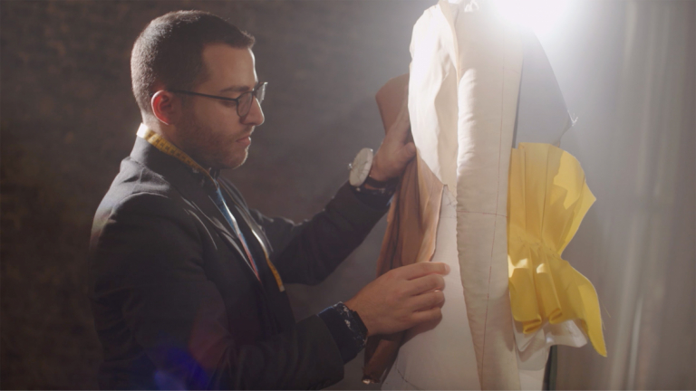 "Play ""SCAD fashion graduate Julian Robaire"" video"
